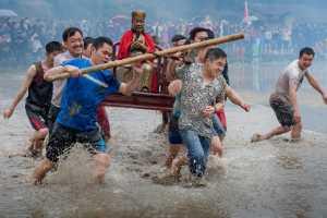 PhotoVivo Gold Medal - Mingzai Su (China)  Pray To The Immortal
