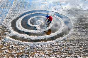 APU Spring Honor Mention E-Certificate - Xuan Han Nguyen (Vietnam)  Salt Harvesting In The Morning