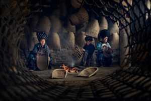 PhotoVivo Honor Mention e-certificate - Yiming Yang (China)  Making The Bamboo Dustpan
