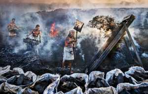 PhotoVivo Gold Medal - Arnaldo Paulo Che (Hong Kong)  Charcoal Factory Workers 3