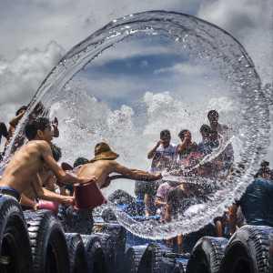 PhotoVivo Honor Mention e-certificate - Hui Chen (China)  Water-Splashing Day