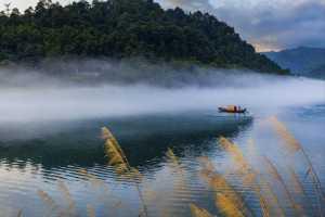 PhotoVivo Gold Medal - Wugang Duan (China)  Boat On The River
