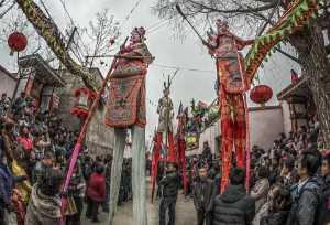 SIPC Merit Award - Chenxu Wang (China)  Stilt Walkers