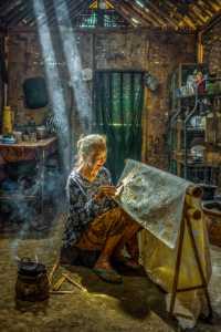 APAS Gold Medal - Robert Lie (Indonesia)  The Batik Maker