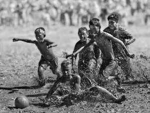 PhotoVivo Honor Mention e-certificate - Ching-Hsiung Lee (Taiwan)  Mud Game 05