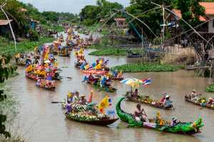 Honor Mention - Malee Roekpornpipat (Thailand)  Boat Parade