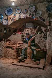 PhotoVivo Gold Medal - Hao Chen (China)  Pottery Making