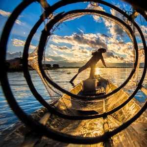 APU Gold Medal - Deying Huang (China)  Silence Lake With Fishermen5