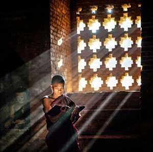 PhotoVivo Gold Medal - Zhihai Wu (China)  Read The Buddhist Scripture