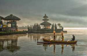 PhotoVivo Gold Medal - Kim-Hock Tan (Singapore)  Lake Bratan Offering