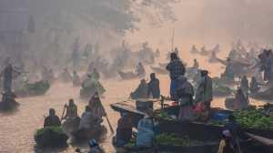 PhotoVivo Honor Mention e-certificate - Peide Yuan (China)  A Flowing Market