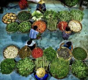 PhotoVivo Honor Mention - Thi Ha Maung (Myanmar)  Night Bazaar On Street 2