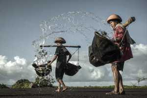 PhotoVivo Gold Medal - Liangliang Ma (China)  Baysalt Workers