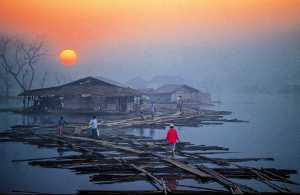 PhotoVivo Gold Medal - Waranun Chutchawantipakorn (Thailand)  2.On The Way Home