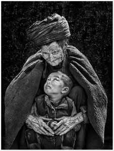 PhotoVivo Honor Mention e-certificate - Wendy Wai Man Lam (Hong Kong)  Grand Father And Child 2 Bw
