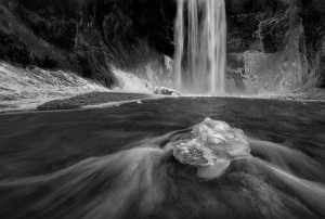 PhotoVivo Gold Medal - Louise Xie (USA)  Skogafoss_Waterfall (2)