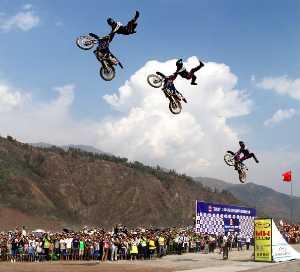PhotoVivo Honor Mention e-certificate - Dongping Yang (China)  Stunt 2