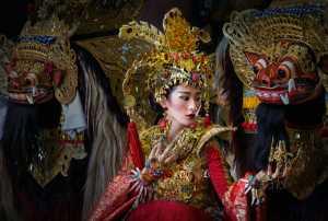 PhotoVivo Honor Mention e-certificate - Tjandra Hutama Kurniawan (Indonesia)  Barong Beauty