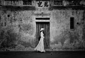 PhotoVivo Gold Medal - Lee Eng Tan (Singapore)  Viet White Lady Frame