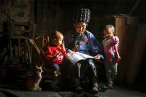 PhotoVivo Gold Medal - Huizhi Lang (China)  Grandma's Class