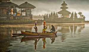 APU Gold Medal - Kim-Hock Tan (Singapore)  Lake Bratan Morning