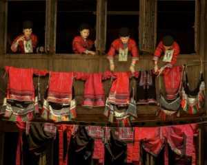 Circuit Merit Award e-certificate - Jiang Hong (China)  Red Lady Sunning Red Clothes