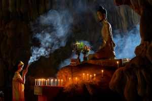 PhotoVivo Gold Medal - Htet Aung (Myanmar)  Praying At Buddha Temple