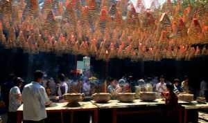 APU Honor Mention e-certificate - Sa Kim Tran (USA)  At The  Chinese Temple 4137
