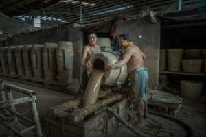 PhotoVivo Gold Medal - Qian Shen (China)  Pottery Maker 1