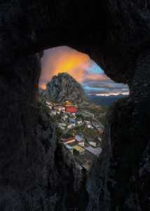 APU Honor Mention e-certificate - Shengfu Lu (China)  View From The Cave