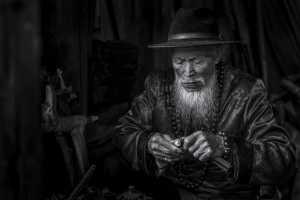 APU Honor Mention e-certificate - Kunping Chen (China)  The Elder Making Cigarette Holders