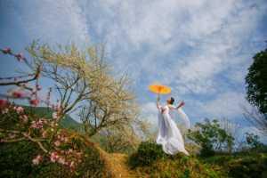ICPE Gold Medal - Anzi Sun (China)  The Beauty Holding An Umbrella