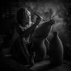 PhotoVivo Gold Medal - Hui Zhu (China)  Pottery-Drawing