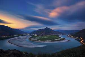 PhotoVivo Honor Mention - Chongfeng Wu (China)  Beautiful Scenery