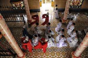 APU Honor Mention e-certificate - Pui-Chung Yee (Singapore)  Cao Dai Prayer