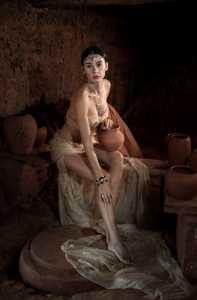PhotoVivo Gold Medal - Min Zhong (China)  Pottery Woman