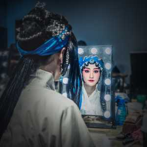 PhotoVivo Gold Medal - Zhili Gu (China)  Look Into The Mirror