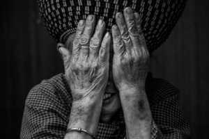 PhotoVivo Gold Medal - Shengwei Dai (China)  Hide The Face