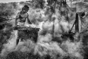 PhotoVivo Gold Medal - Chong Kit Han (Malaysia)  Charcoal Worker