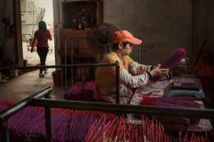 PhotoVivo Gold Medal - Yi Gu (China)  Make Incense