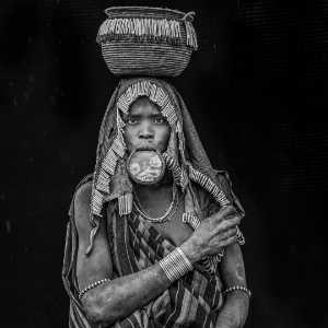 FIP Ribbon - Yaojian Sheng (China)  Mursi Woman Carrying The Basket