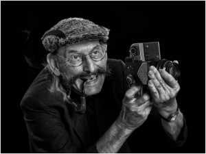 PhotoVivo Honor Mention e-certificate - Kim-Pheng Sim (Singapore)  Peter Like His Camera