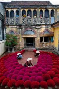 PhotoVivo Gold Medal - Waranun Chutchawantipakorn (Thailand)  Incense Making